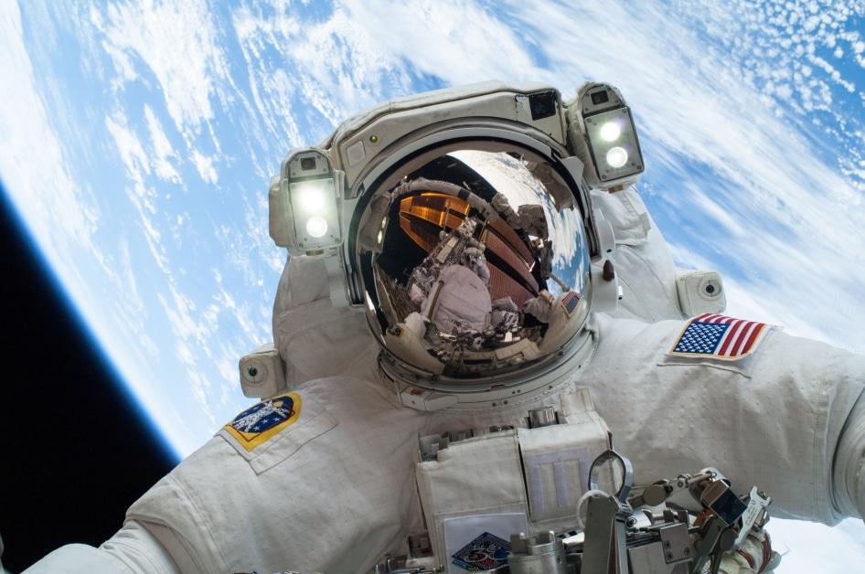 astronaute.selfie.nasa.espace
