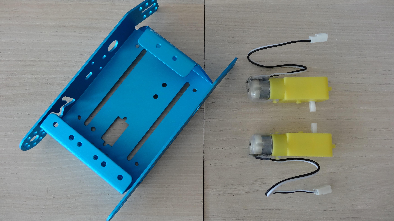 mbot-blue-un-robot-educatif-et-programmable-en-version-2-4-g-tres-interessant-legaragedupc-fr-12