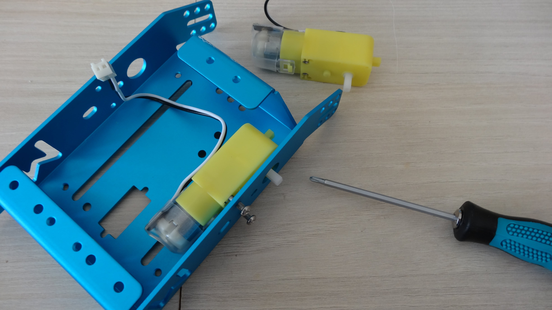 mbot-blue-un-robot-educatif-et-programmable-en-version-2-4-g-tres-interessant-legaragedupc-fr-14
