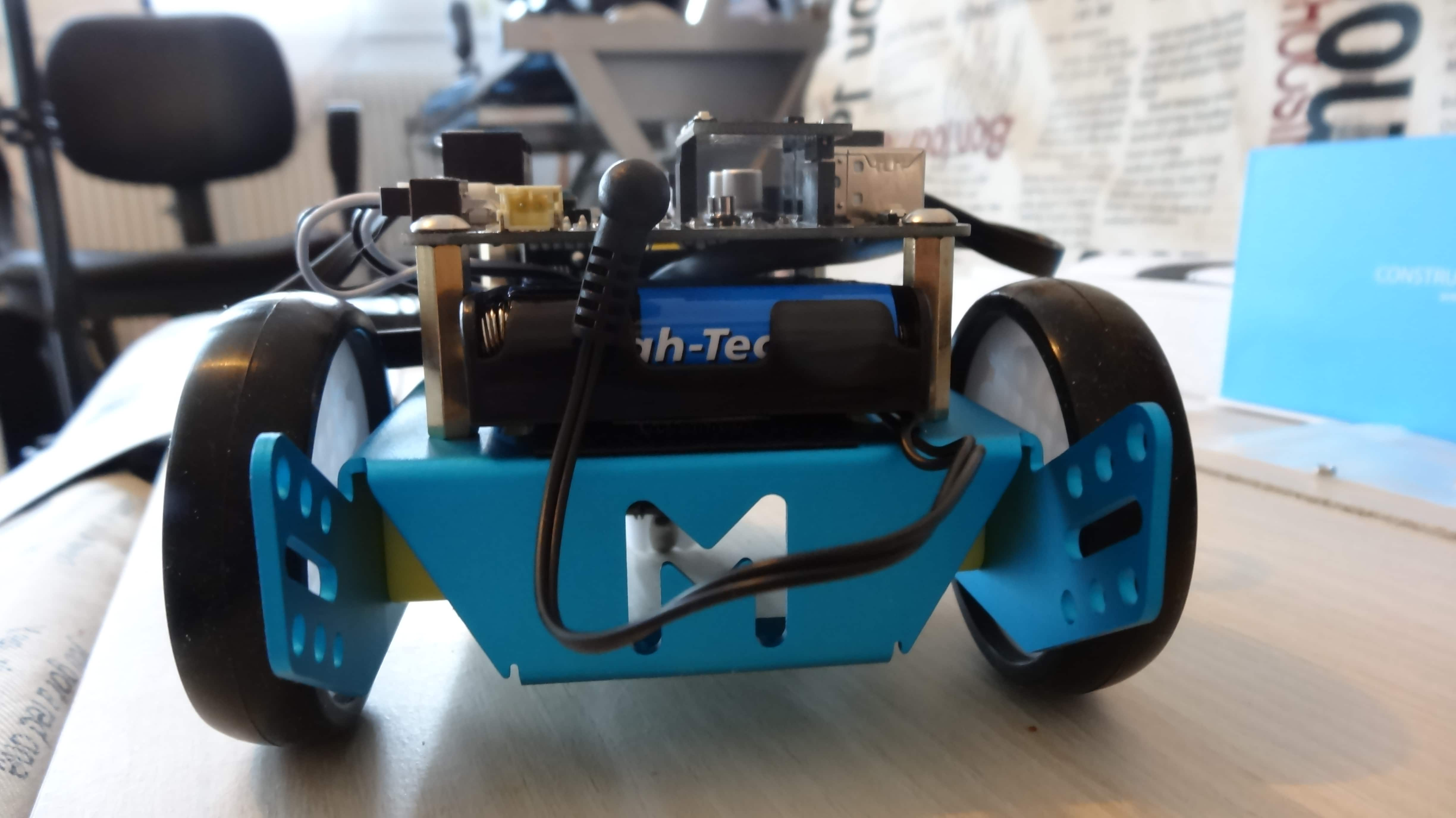 mbot-blue-un-robot-educatif-et-programmable-en-version-2-4-g-tres-interessant-legaragedupc-fr-44