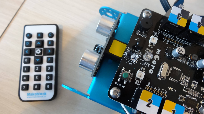 mbot-blue-un-robot-educatif-et-programmable-en-version-2-4-g-tres-interessant-legaragedupc-fr-45