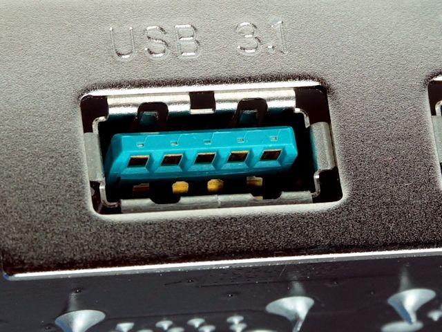 USB 3.1 = bleu-ciel.