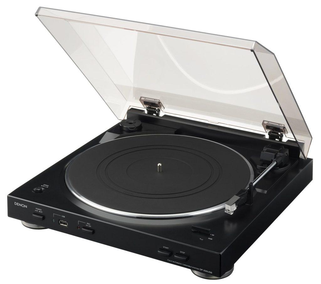 Retour dans les années 80 avec la platine disque Denon DP200.