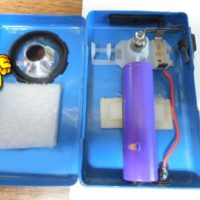Recyclage d'une lampe de poche avec un accu d'ordinateur portable, par Christian59