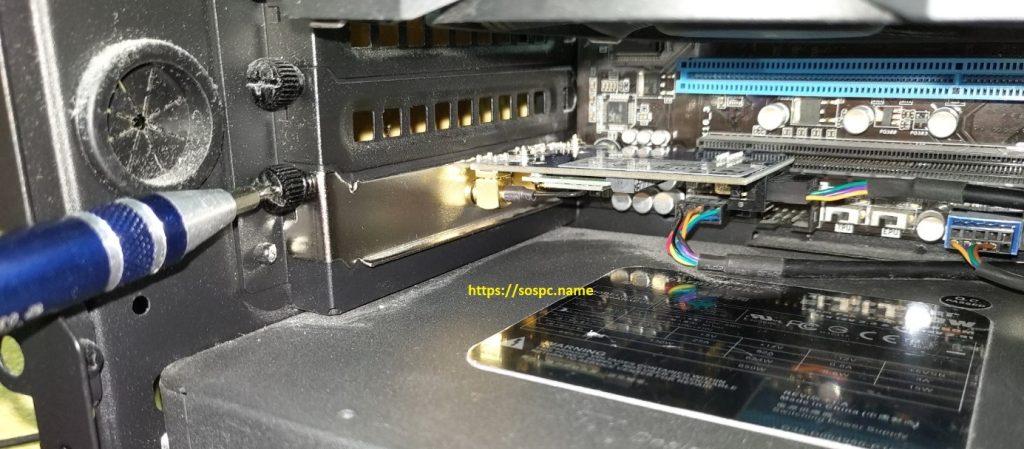 Montage d'une carte PCI Express avec une base d'antenne externe