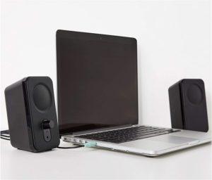 Haut-parleurs pour ordinateurs de bureau ou portables en test